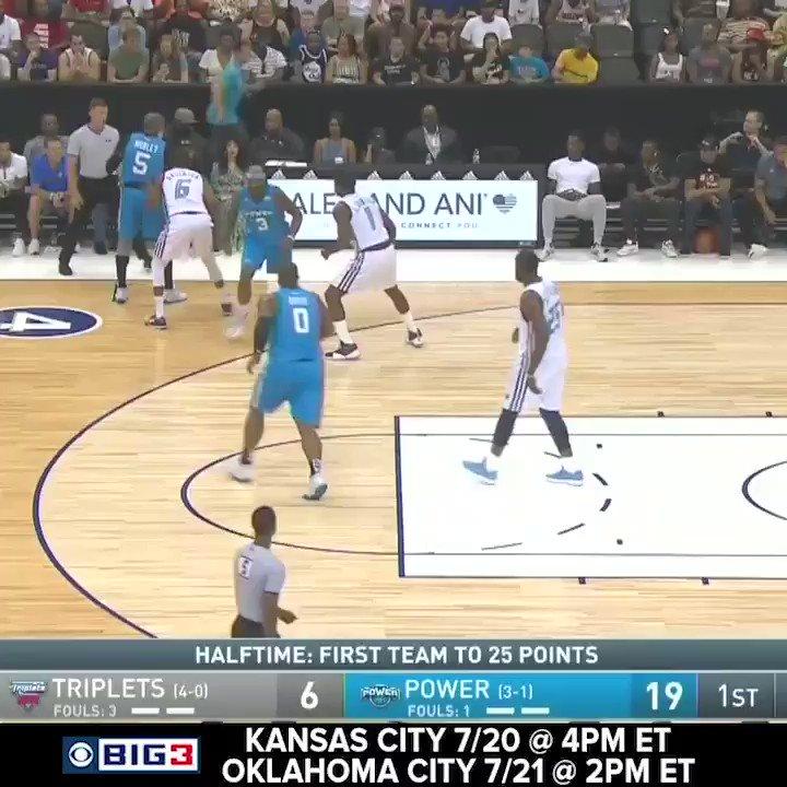 .@CuttinosLife goes THROUGH THE LEGS! 🤯🤯🤯 #BIG3Basketball