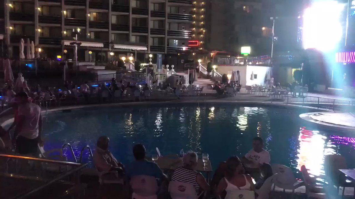 10.40pm, 29°C. Ed Sheeran tribute on an outside stage, boxing showing above on a massive screen. Fun for all the family in Benners! #Benidorm