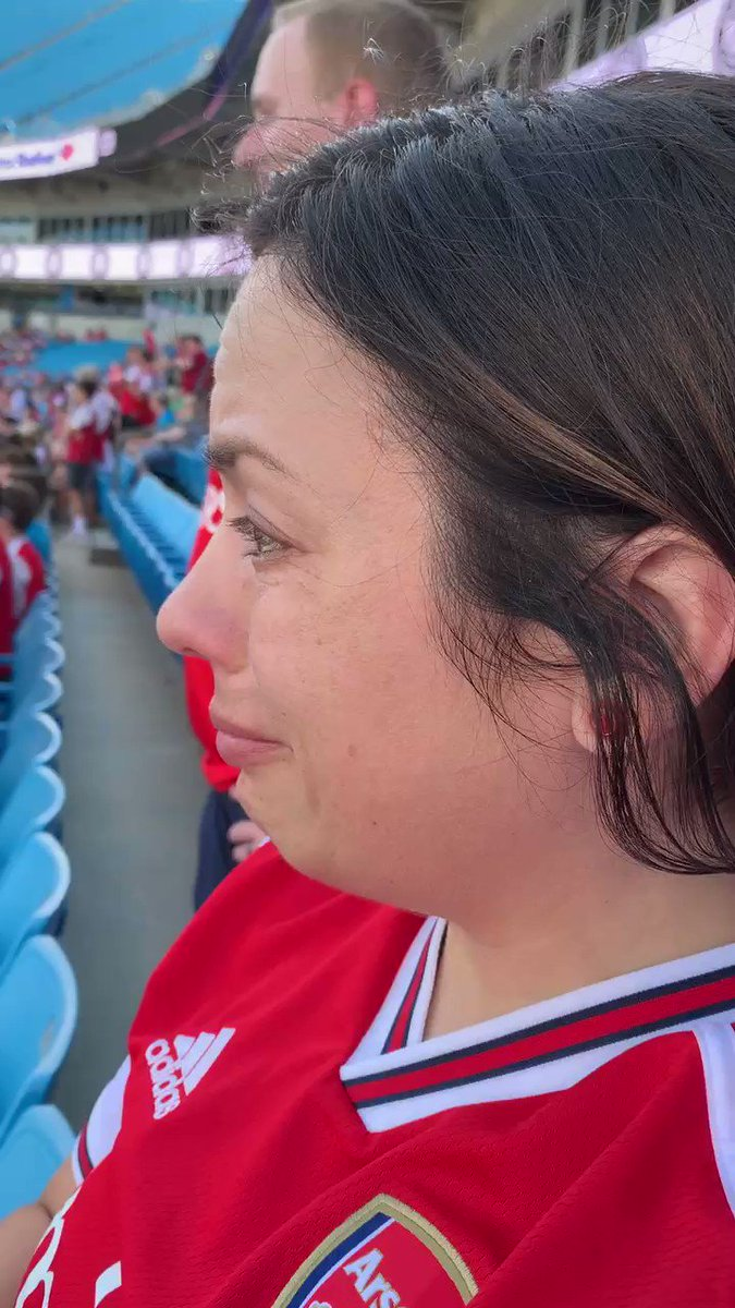 I've been an @Arsenal fan for nearly 20 years yet never seen them live. My boyfriend captured my reaction as @MesutOzil1088 @LacazetteAlex @Aubameyang7 entered the pitch. Thank you for visiting us, Gooners. @PLinUSA @PLinUSA @arsenalamerica #arsenalinusa