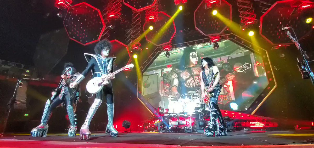 #KISS rockin Let Me Go, Rock N Roll in #Manchester #England. #EndOfTheRoad World Tour