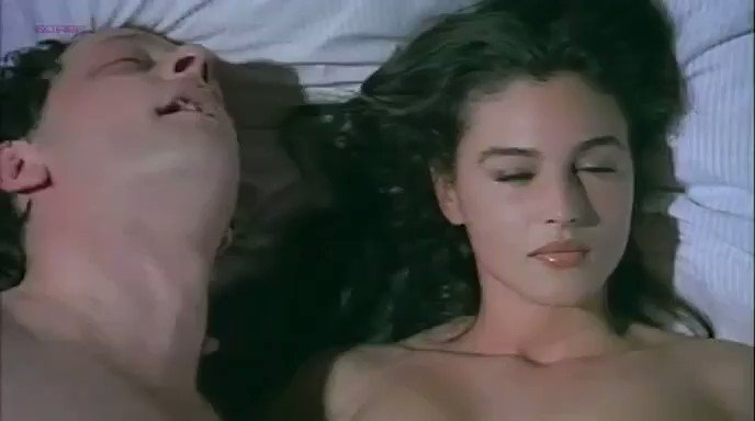 Monica Bellucci – La riffa (1993)  – Celeb Nudity