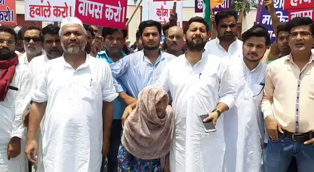 85 साल की बेवा शहज़ादी बेगम आज़म खान के खिलाफ और @myogiadityanath जी के समर्थन में जब सड़क पर उतरीं तो पूरा रामपुर उनके साथ आ खड़ा हुआ, वही रामपुर जहाँ आज़म खान ने सत्ता का नंगा नाच किया है, शहज़ादी बेगम इसकी सबूत हैं, जिनकी ज़मीन क़ब्ज़ा कर ली गई, आज वो दाने दाने की मोहताज हैं