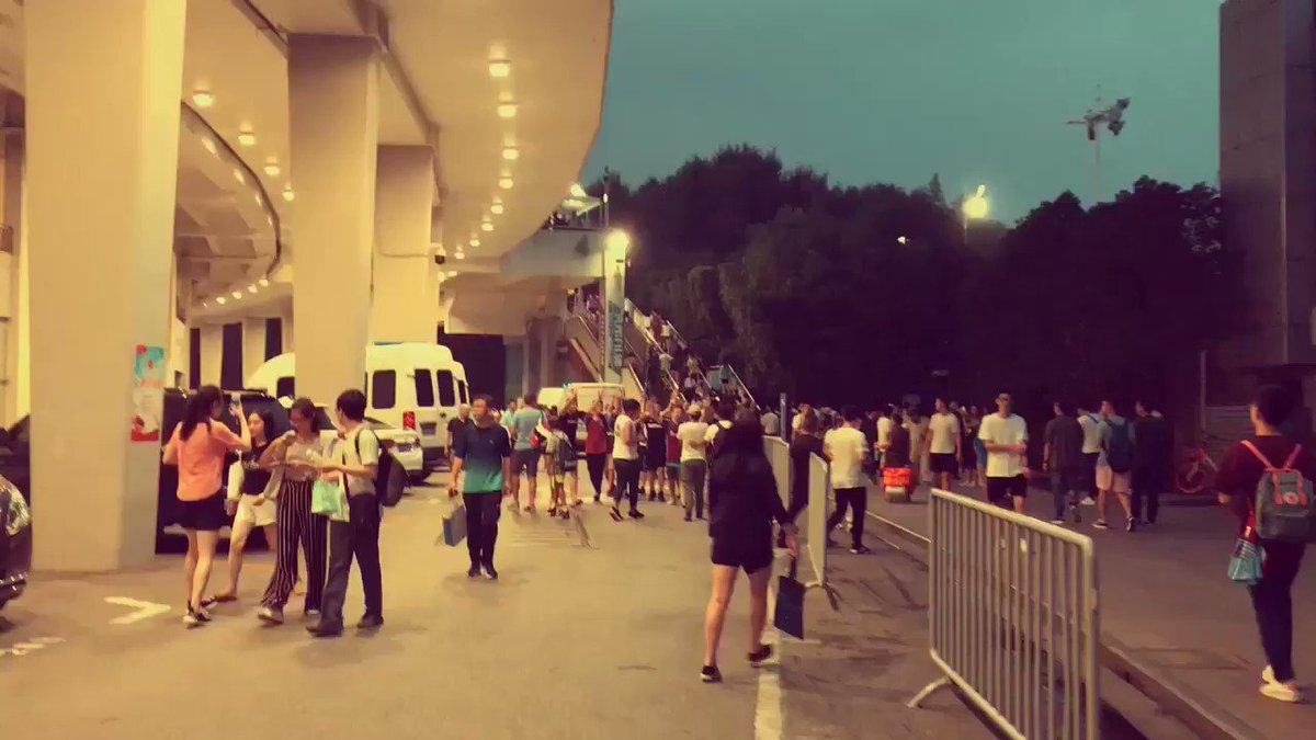 RT @HammersInChina: Chinese West Ham fans singing after the match in Shanghai #westham #hammersinchina https://t.co/bWBeqPk2MC