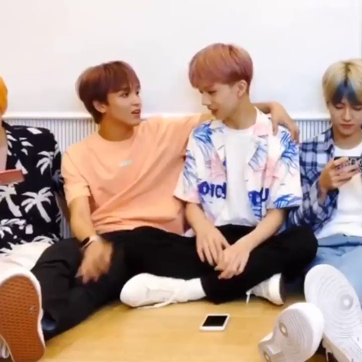 haechan: jisungie I love you so much IM GONNAAAAAAJAAJ 😭😭😭