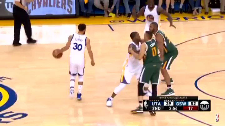 Steph Curry making the 2x defensive player of the year Rudy Gobert look like he's never played basketball before