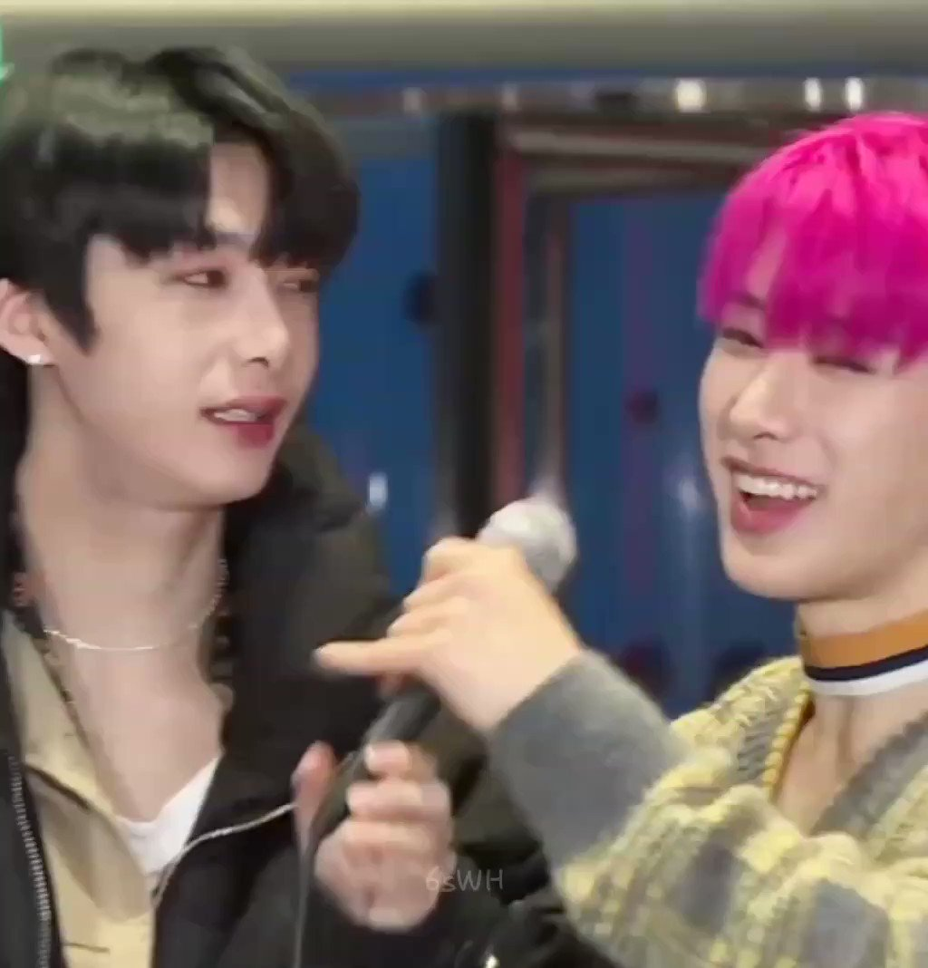 """Remember when wonho rapped jooheon's iconic """"hello I'm an alli-alligator"""" in such a cute way 🥺 I MELTED 😭 #StanWorld #WONHO @official__wonho"""