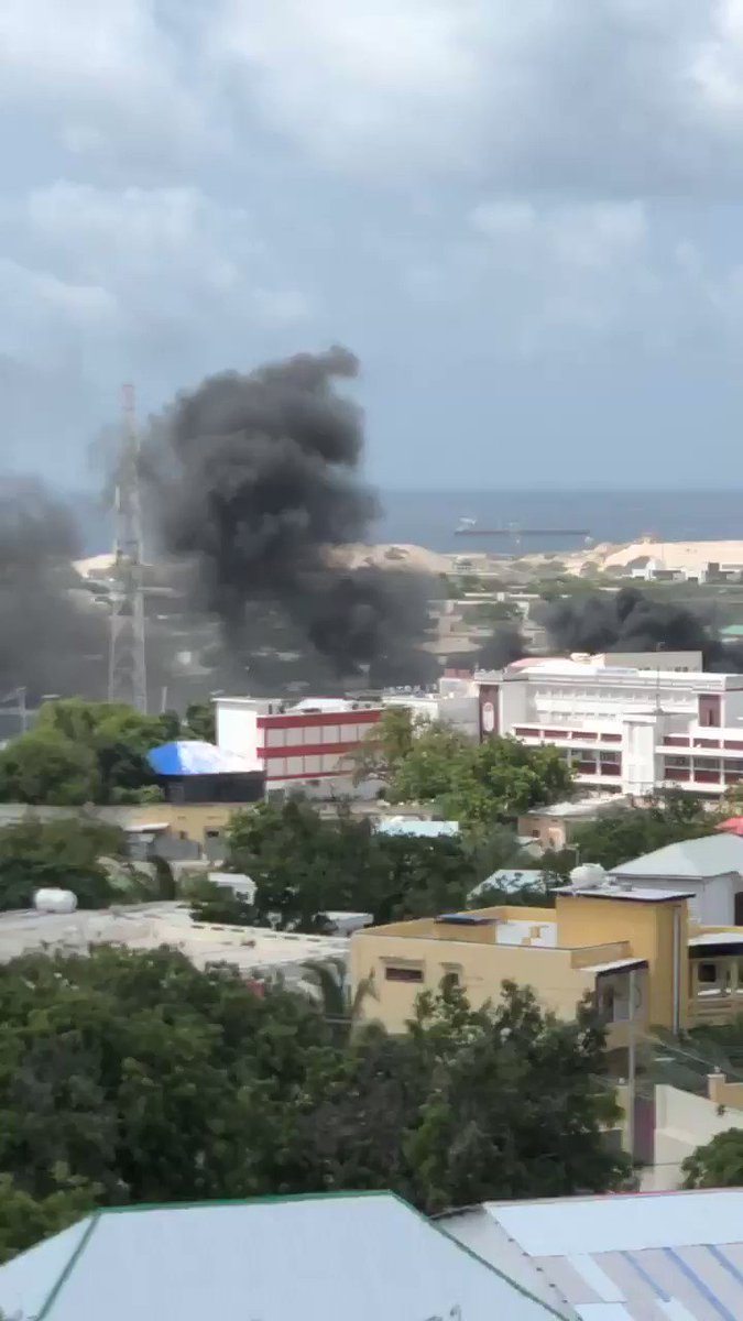 Huge explosion targets a security checkpoint leading to the country's international airport in #Mogadishu.  #Somalia