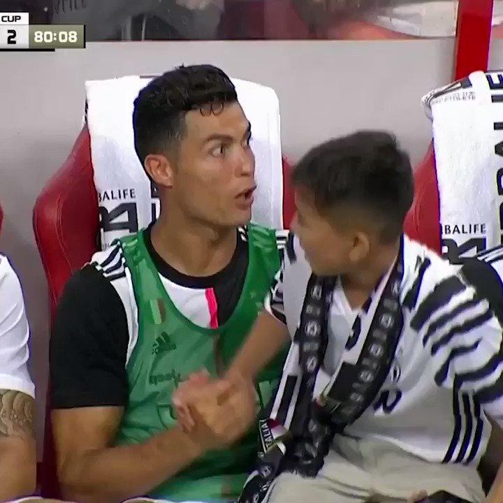A Cristiano Ronaldo fan got a high five from his hero 🖐