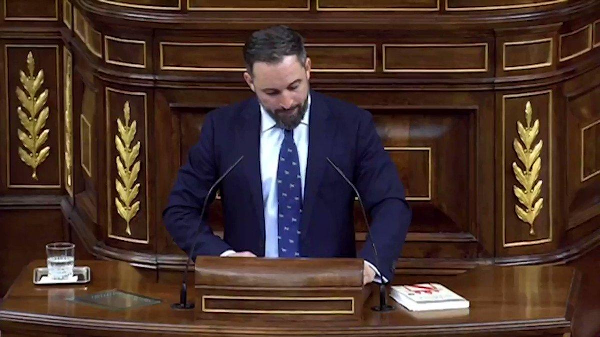 🏛 @Santi_ABASCAL sobre la ocultación de noticias en los medios progres: Llevan décadas diciéndole a los españoles corrientes que son estúpidos, xenófobos, homófobos y machistas. 📢🇪🇸 #VOXVerdaderaOposición