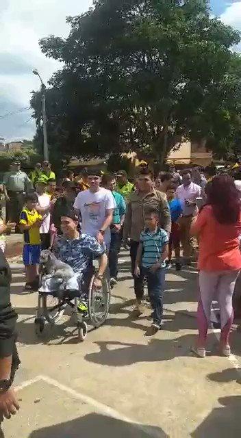 El patrullero @PoliciaColombia José Fernando Carvajal perdió sus 2 piernas en labores de erradicación de coca en Tarazá en Nov. Fue recibido como héroe en Girón, Sant. Su fiel compañero Hulk estuvo de primero. Hoy nos comparte su historia en @lanochentn24 Protagonista 20 de Julio
