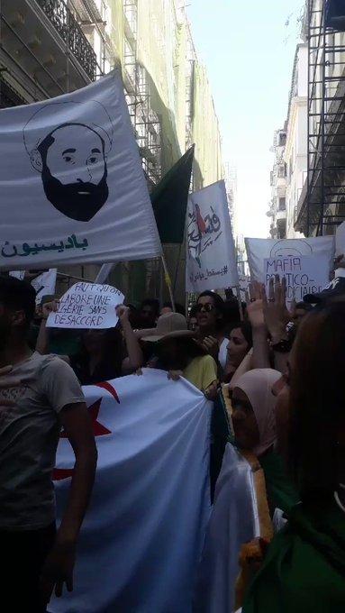 22e marche des étudiants à Alger : « Pour des médias libres et une justice indépendante » 35f_cjPDzvK-dylE?format=jpg&name=small