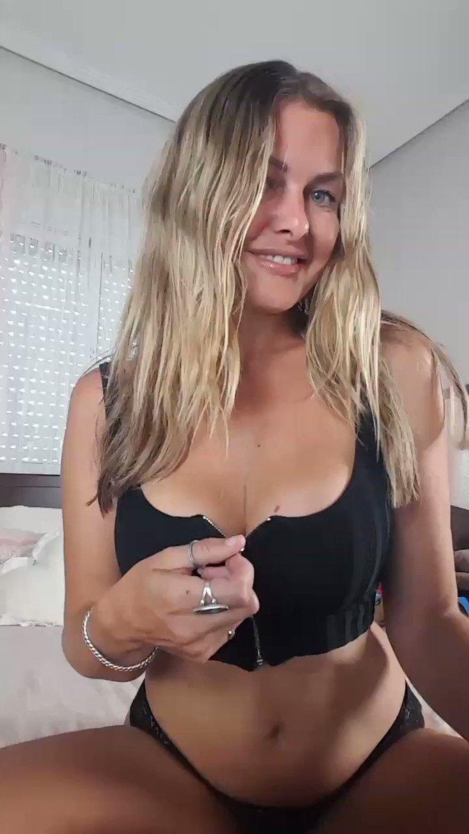 Model - Caly - British Goddess boobs