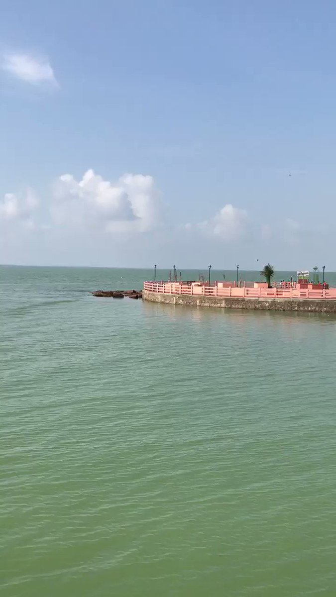 The Kalijai Temple located on an island in Chilika Lake, Orissa. Appreciate @odisha_tourism for keeping the chilika lake so clean 👍🏻, hope to see our Dal lake like this !  @listenshahid @KangriCarrier