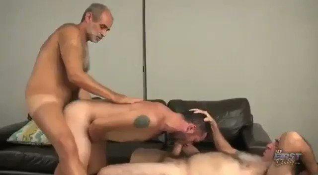 Daddies se divertindo... 😚😋#gayporn #gaysex #fuckinghard #maturedaddy @male_older @robertohin3 @MServicer @Nenad34599399 @hotoldmaturedad @gaydickmature @WorldBear @AdoradordeBear