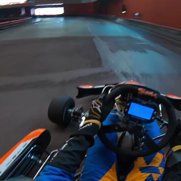 😏😉Different track, same Sunday driver! Tag your karting mates! // Otro circuito, mismo dominguero! Etiqueta a tus compis de karting! #carlo55ainz  @McLarenF1 @EG00 @F1