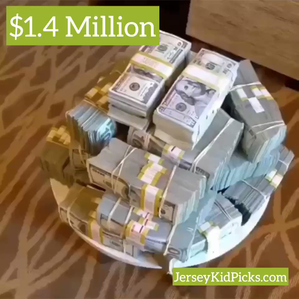 """Don't be impressed with the #Cash make the commitment to win  """"Invest with me #JerseyKid start fueling your net worth & growing your own empire""""  http://JERSEYKIDPICKS.COM  #WilliamHill #Mlbpicks #Dfs #Mgm #Cash #Money #SportsBetting #GamblingTwitter #Vegas  @TomHall @bets_place"""