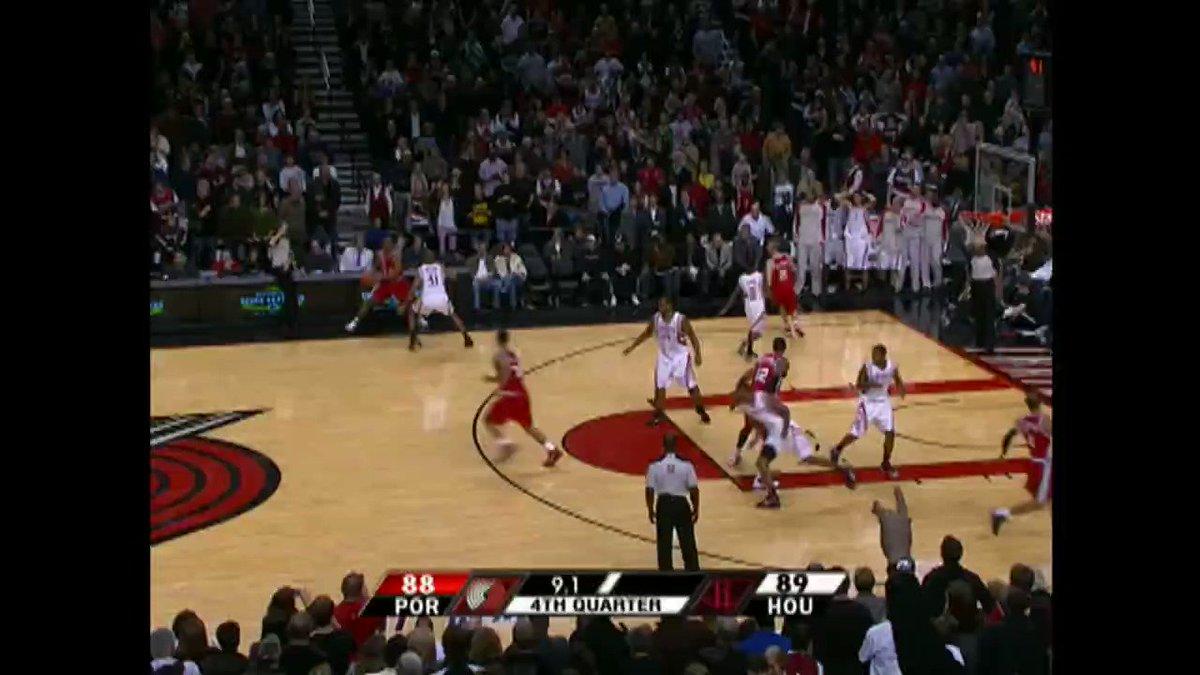 Para festejar el cumpleaños 3⃣5⃣ de Brandon Roy, recordamos esta canasta contra la bocina. 🔊🔥🏀  #NBABDay