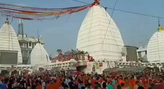 विश्व प्रसिद्ध श्रावणी मेला सोमवार से हुआ प्रारंभ, सुबह से ही बाबा बैद्यनाथ को जलाभिषेक के लिए कांवरियो की भीड़ उमड़ रही है . . . . . #Sawan #Sawan2019 #KanwarYatra #Kanwar #JaiBole #Jaibolenath #Shiva #LordShiva #ShivTemple #baba #mahakal #Mahadev #raoz_of_india #ahirregiment