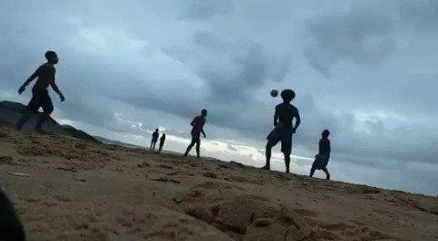 De uns dias  #Altinha #soccer #FutebolnaVeia #vemprofut #Brazil #Migos #Trapsong  #beach #ball #Barrão  #BarradoJucu pic.twitter.com/8c7tGJDLM9