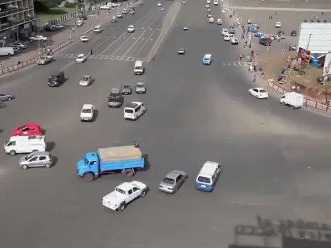 Ethiopie : une intersection sans feux de circulation limportant.fr/infos-afrique/… @thehumanxp