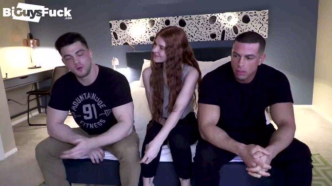 When you boyfriend watches you get ravaged by 2 Gorillas... LOOK at Joel Gordo's face. CLASSIC😂#BiGuysFuck -