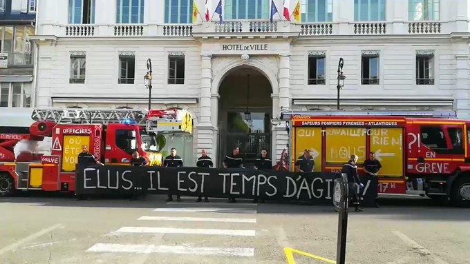 Val-d'Oise : procédures disciplinaires contre des pompiers grévistes. 2HXIqDAcPg-E_DK-?format=jpg&name=small