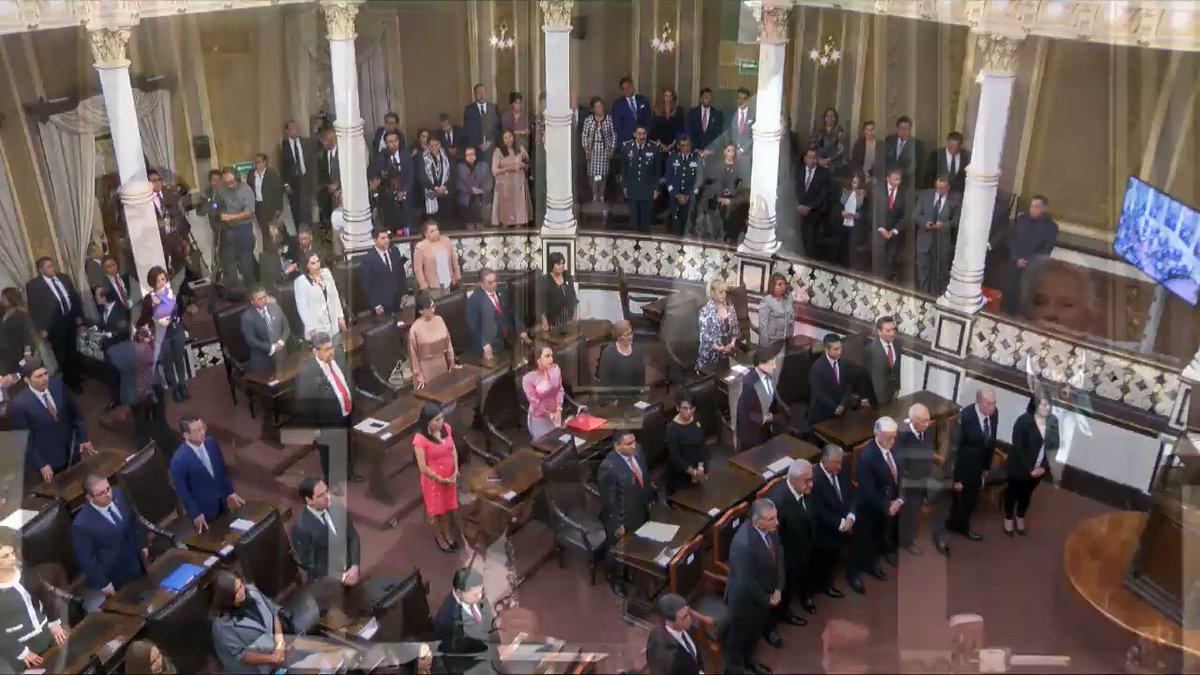 A esta diputada de @PartidoMorenaMx, se le olvidó quién es Olga Sánchez Cordero y a qué se dedica. Veanla hacer el oso ante el congreso. poblano.