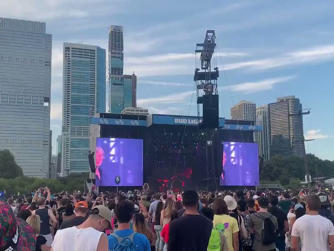 "F9KVN4MvVthvKIUL?format=jpg&name=small - Lollapalooza 2019: Watch Chance Join Death Cab for Cutie on ""Do You Remember"" 