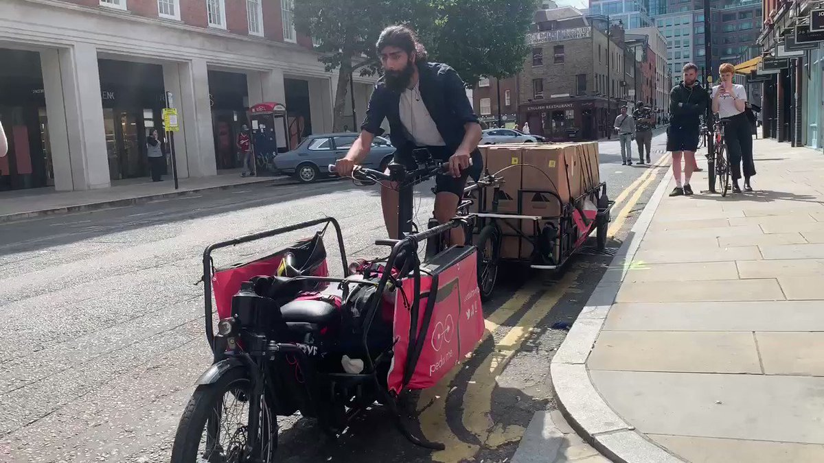 Now this is how you do deliveries. 6 bikes on a bike. Go on @rapha / @CanyonUK / @pedalmeapp.