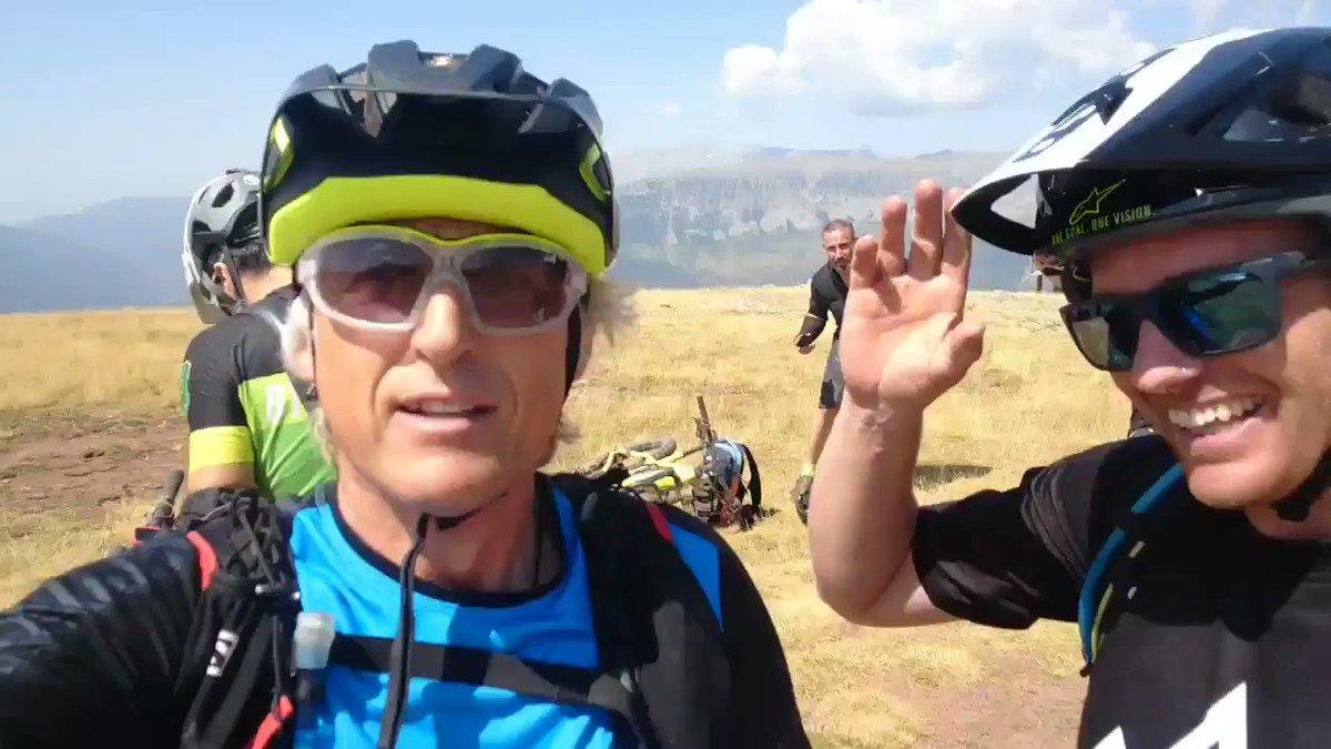 Vaya día de descenso en bici, el mejor de mi vida.. brutal... sobre todo destaco dos: el de Sierra Negra y Gallinero en Benasque! se necesitan reflejos, quitar miedos que siempre son un lastre y a disfrútar!