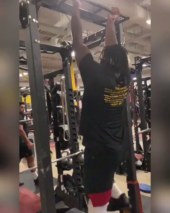 315lbs, Invisible stair case pull ups 🤷🏾♂️🕺🏾   #trojanmade