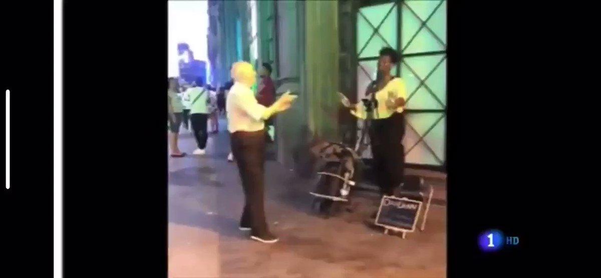 RT @cdelamor_: El baile viral (y vital) de Mariano en el centro de Madrid protagonista en el Telediario.  👇🏼 https://t.co/ELQ7eweDie