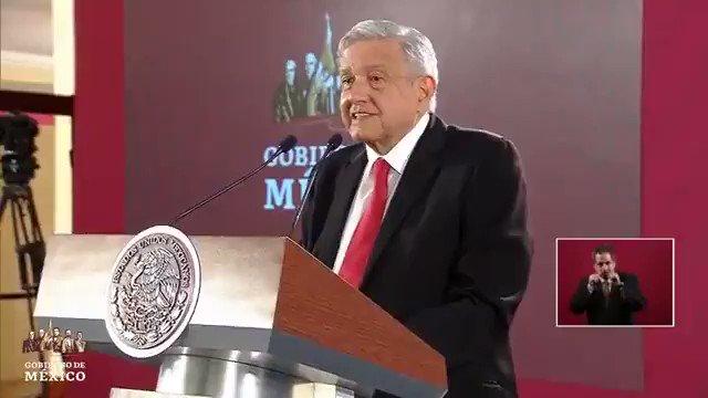 """Él es @lopezobrador_.❌Tardó 14 años en terminar la carrera.❌Reprobó materias.❌Promedio de 7.❌No posgrado.❌Cree que México se fundó hace 10 mil años.❌Dice """"dijisteS"""".Pero critica a investigadores y académicos como si fuera un Nobel.CRETINO."""