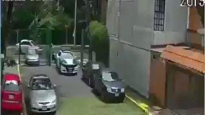 ¿Qué será?Dicen los vecinos que el motociclista es un #Rata de la zona. Dicen los vecinos que los #Policías se hacen los ciegos porque les dan dinero. ¿Qué dirá la @SSP_CDMX?- #UnidadInfonavit, #Azcapotzalco.
