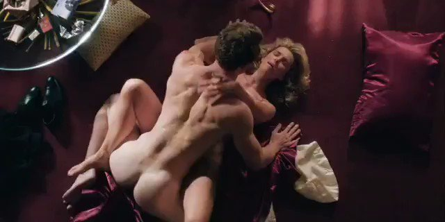 Betty Gilpin – GLOW (S03E04)  – Celeb Nudity