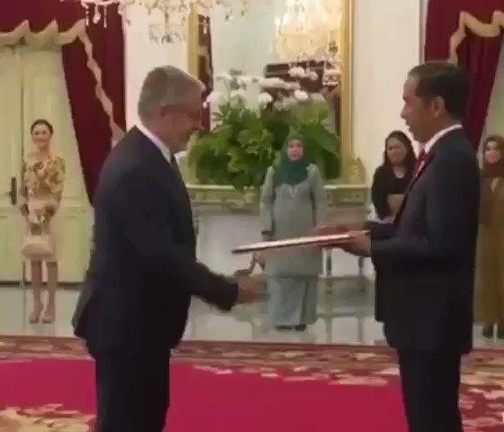 Ups kelupaan 😀😀 pak @Jokowi woles https://t.co/wxNxPbWnZD