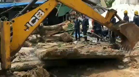 अहमदाबाद में पानी की टंकी गिर गई. सोमवार को बोपल में नगर पालिका के पास हुए इस हादसे में दो की मौत हो गई, जबकि पाँच घायल हो गए.