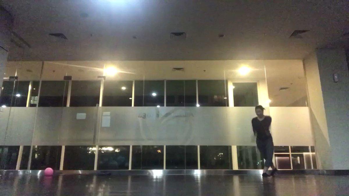 ジムのヨガルームで踊ってみた。ちょっとずつ身体が変わってきて、踊りやすくなってきました〜