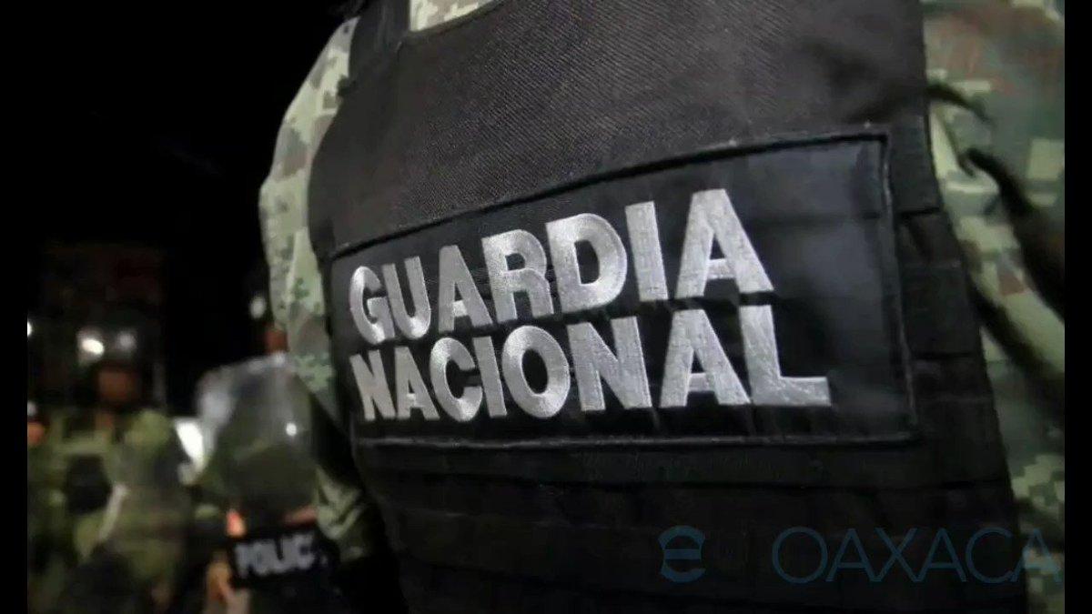 La tarde de este lunes en Ciudad Ixtepec, #Oaxaca, se lleva a cabo el funeral del teniente Juan Carlos Anastasio, primer elemento de la Guardia Nacional abatido en enfrentamiento con probables delincuentes, en el estado de #Guanajuato.