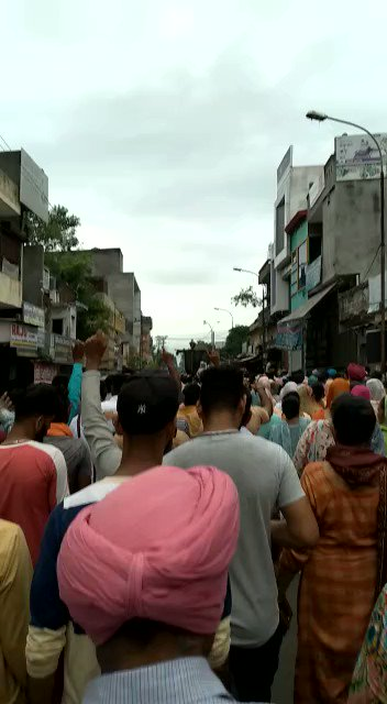 Complete shut down in Gurdaspur as well by Dalits as a protest against the demolition of Guru Ravidas temple in Delhi. As I am talking to some Dalit activists, the fire will spread soon to other states in coming if Ravidas temple isn't rebuilt.
