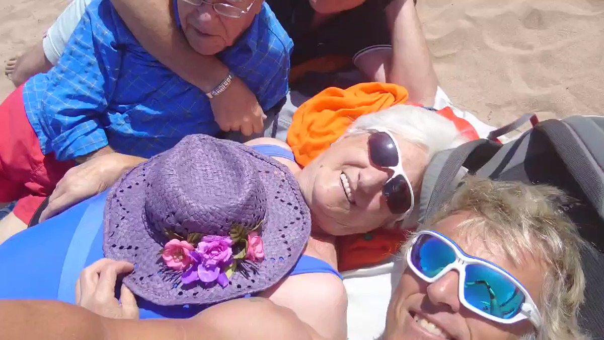 Hoy cumple años mi hermano @kikecallejatv así que ya es un clásico irnos con los padres de risas alguna playa..