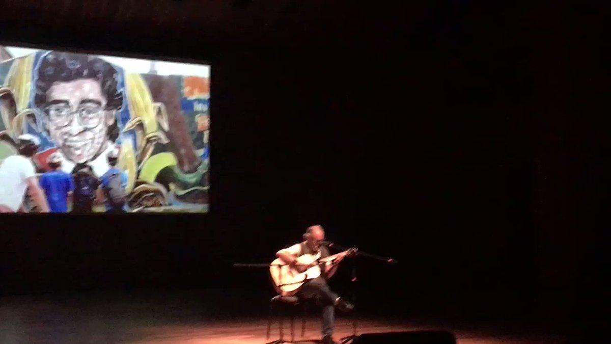 """Escuchar a Cesár Mora, cantando """"Canela"""", en el homenaje a Jaime Garzón,un momento lleno de emoción"""