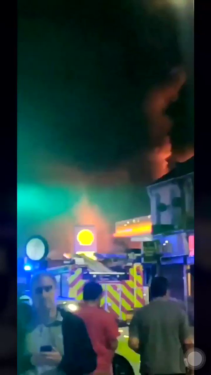 Tyre workshop up in flames last night in #ManorPark. Gas cylinders exploded due to the heat 🔥🔥🔥 📹 @Arslan__Sho #LondonStreets | londonstreets.org