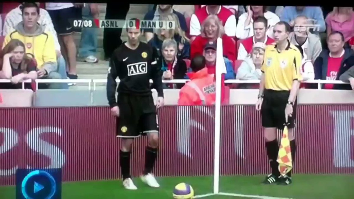 Never forget this Arsenal fan giving Ryan Giggs the finger with gusto as he was taking a corner.