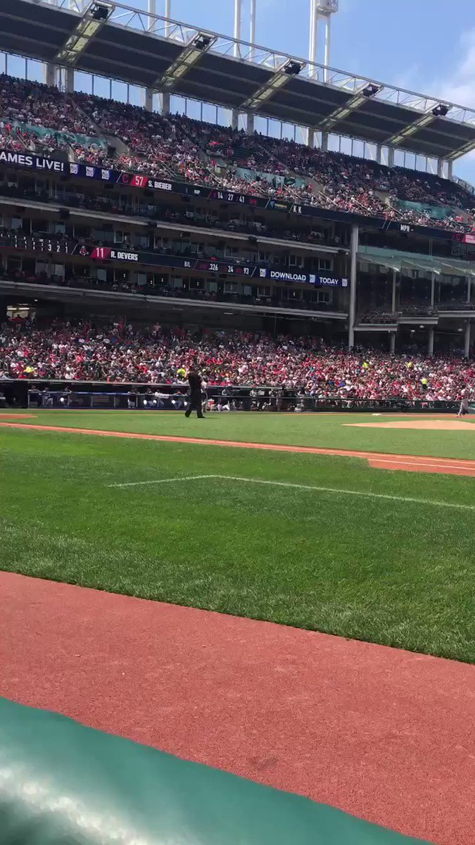 ARE YOU KIDDING ME?!?l   DEVERS 🔥🔥🔥🔥🔥  This is unreal......  RedSox 1-0