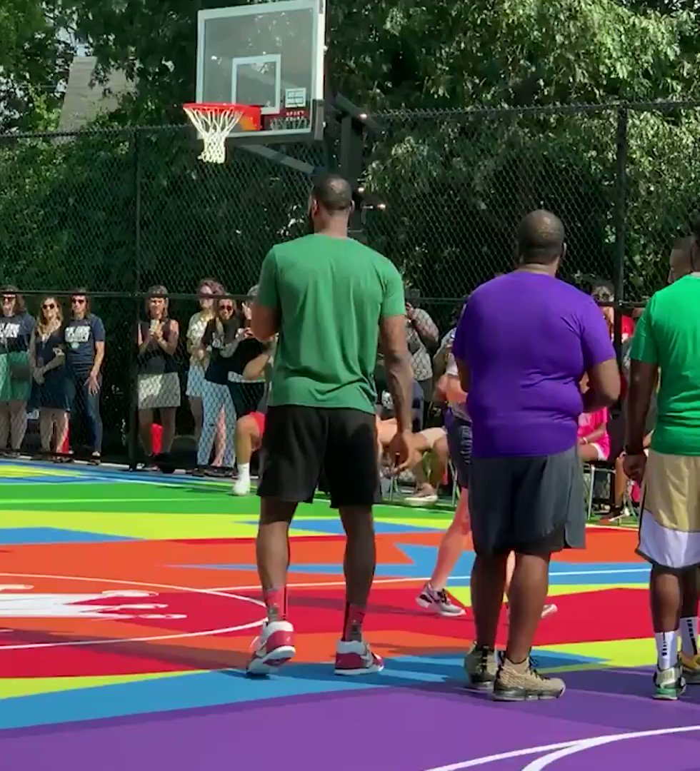 🎮🏀👑 2K Foundations x The King worked together to bring a fresh new court to the @IPROMISESchool 🙏