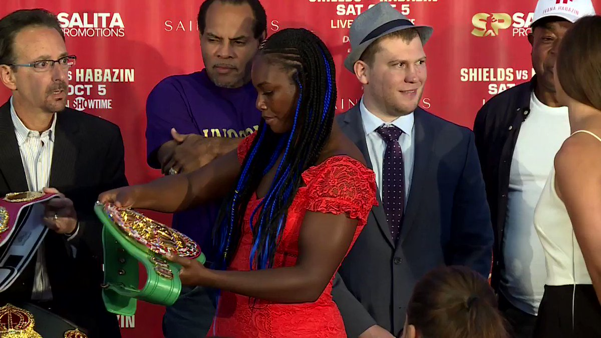 When you're trying to bring all the groceries in the house in one trip... @Claressashields