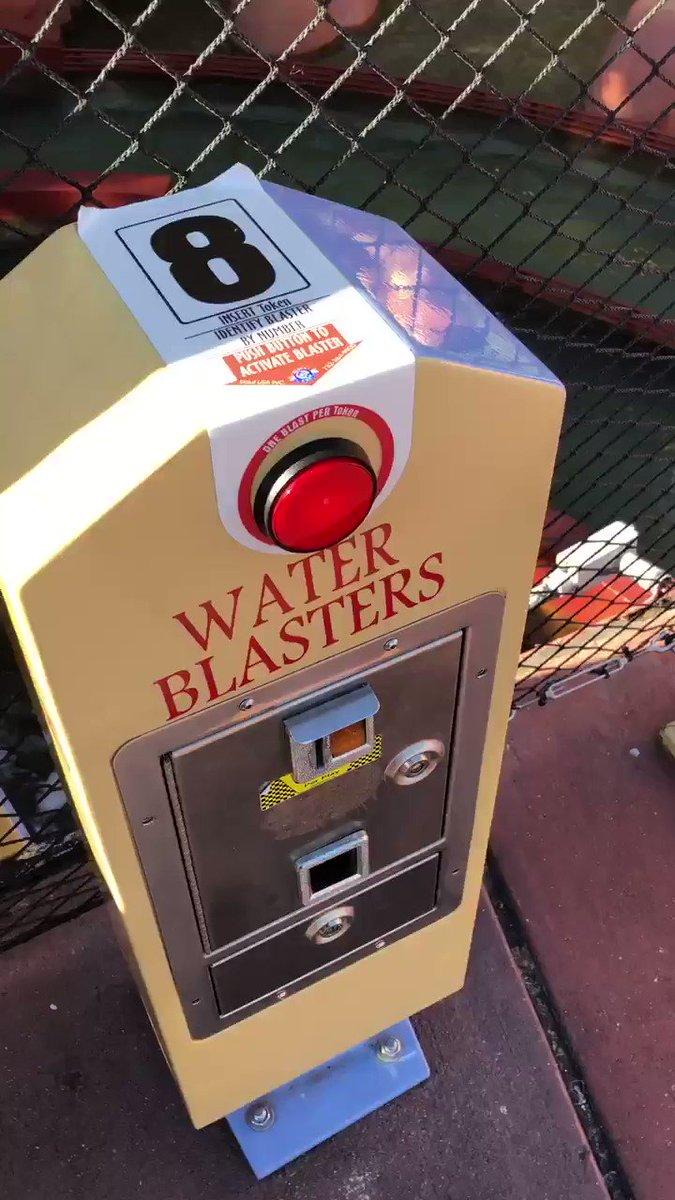 お金払ってボタンを押して、同じ番号のところから水を噴射させて他人をズブ濡れにさせる貴族の遊び、マジで最高だからみんな一度やって欲しい
