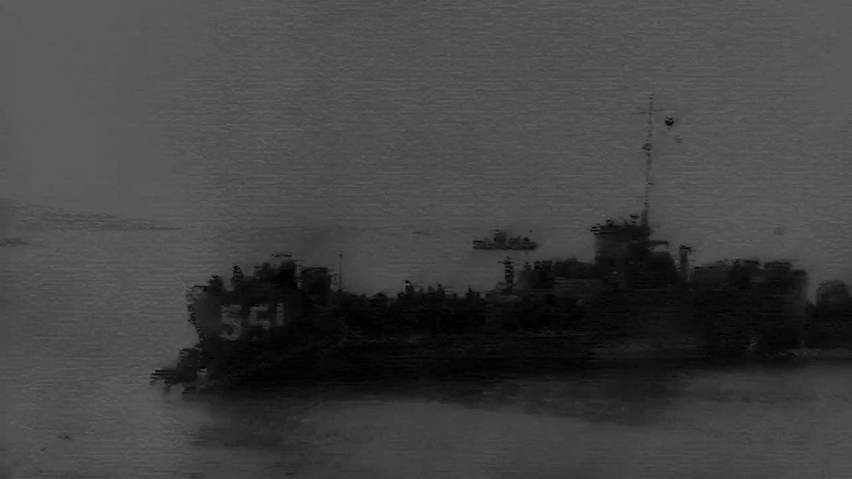 終戦から3日経った1945年8月18日ソ連軍が北海道に向けて侵攻を開始それを日本軍は占守島という小さな島にて捨て身の戦いで食い止めましたこの時負けていれば今頃北海道はロシア領土です消え去ろうとしている日本の恩人達の歴史に光を