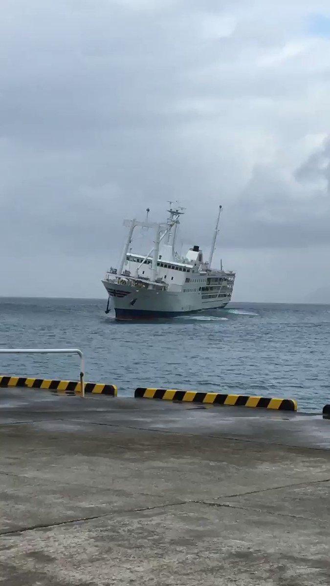 自分たち乗ってた船こんな揺れてたんだ😱新島に接岸する予定でここまで来て結局大島まで引き返した🚢こんな怖い思いしたの初めて。これで試合ないとかやめてほしいな笑